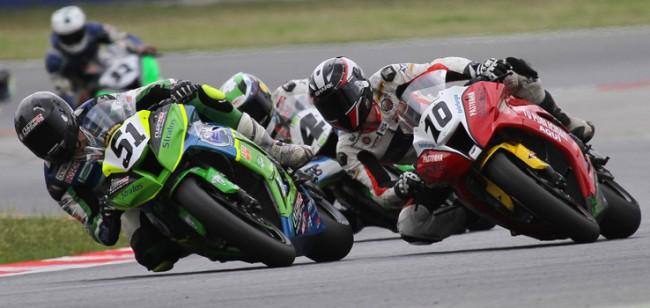 Los pilotos del Team Stratos dan un paso adelante en carrera