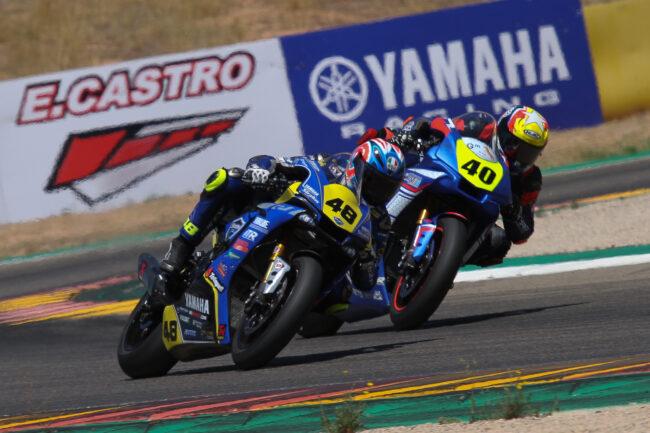 Federico Sandi y Rodi Pak luchan en la segunda carrera del ESBK en MotorLand
