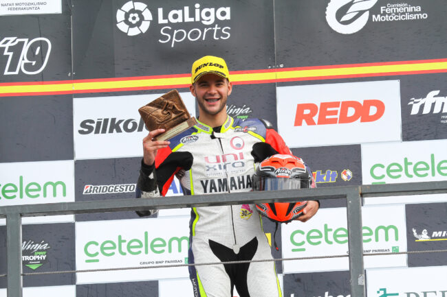 Pedro Nuno salda su debut con un podio en Navarra